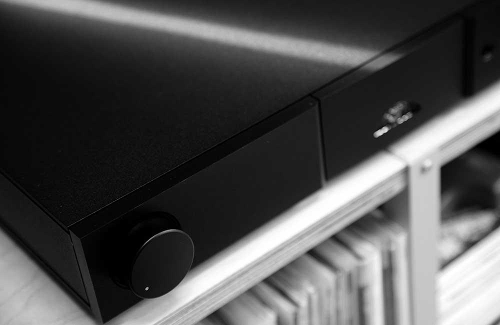 Naim XS3 Black and white 1000px