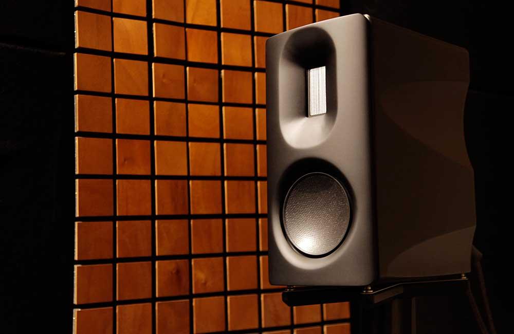Aavik-Speaker-1000px-1