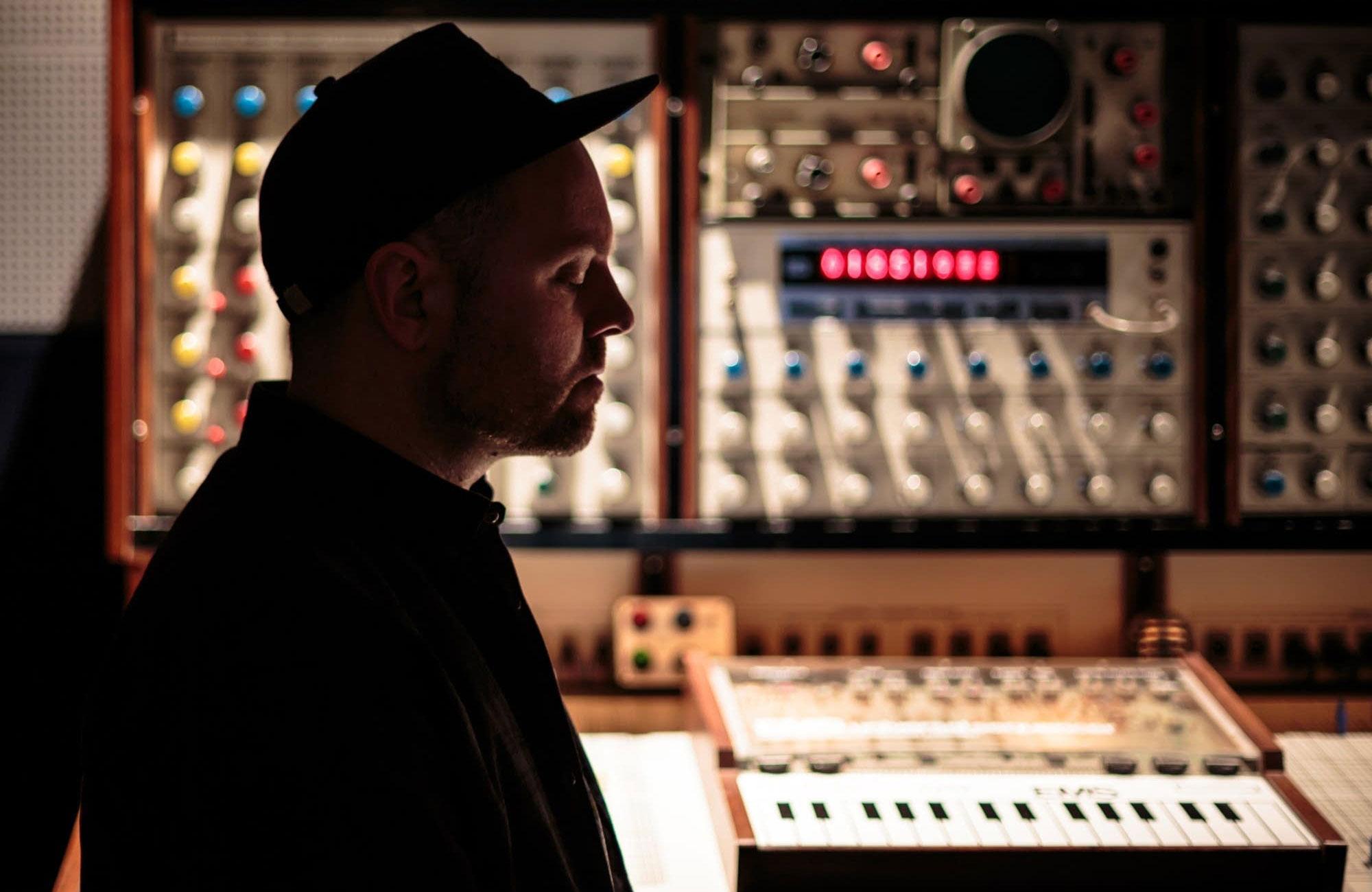 DJ-Shadow-Endtroducing-2000px-1